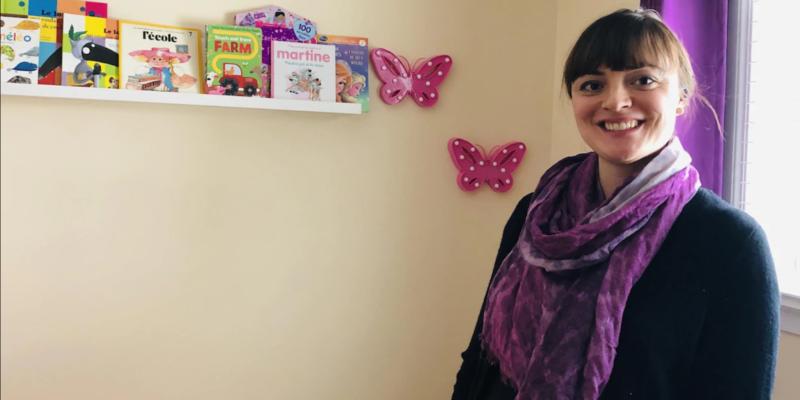La Fransaskoise Maria Ferré demande à la Bibliothèque publique de Saskatoon d'augmenter sa collection de livres pour enfants en français.
